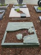 90025 Urnengrab Verde Victoria Form UR 94 13 Außenmaß 100x100cm