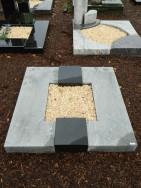 90032 Urnengrab Indisch Black Sky Blue Form UR 42 Außenmaß 100x100cm