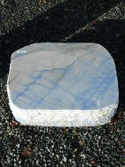 AM 116 Liegestein Azul Quarzit Macauba Poliert Gesprengt 50x40x15cm