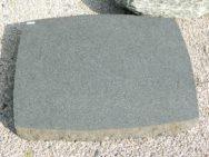 L 161 Liegestein Porphyr Poliert Bossiert 85x65x10cm