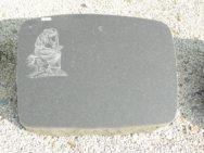 L 187 Liegestein Indisch Black Poliert Bossiert 67x50x12cm