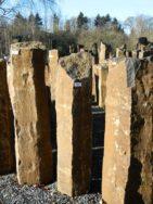 B 833 Basaltsäule 25x25x100cm