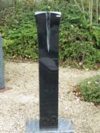 0787 Oberteil Indisch Black Poliert Bossiert Form 1300 25x25x125cm