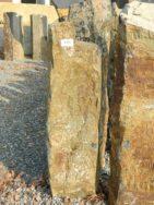 B 922 Basaltsäule 20x28x77cm